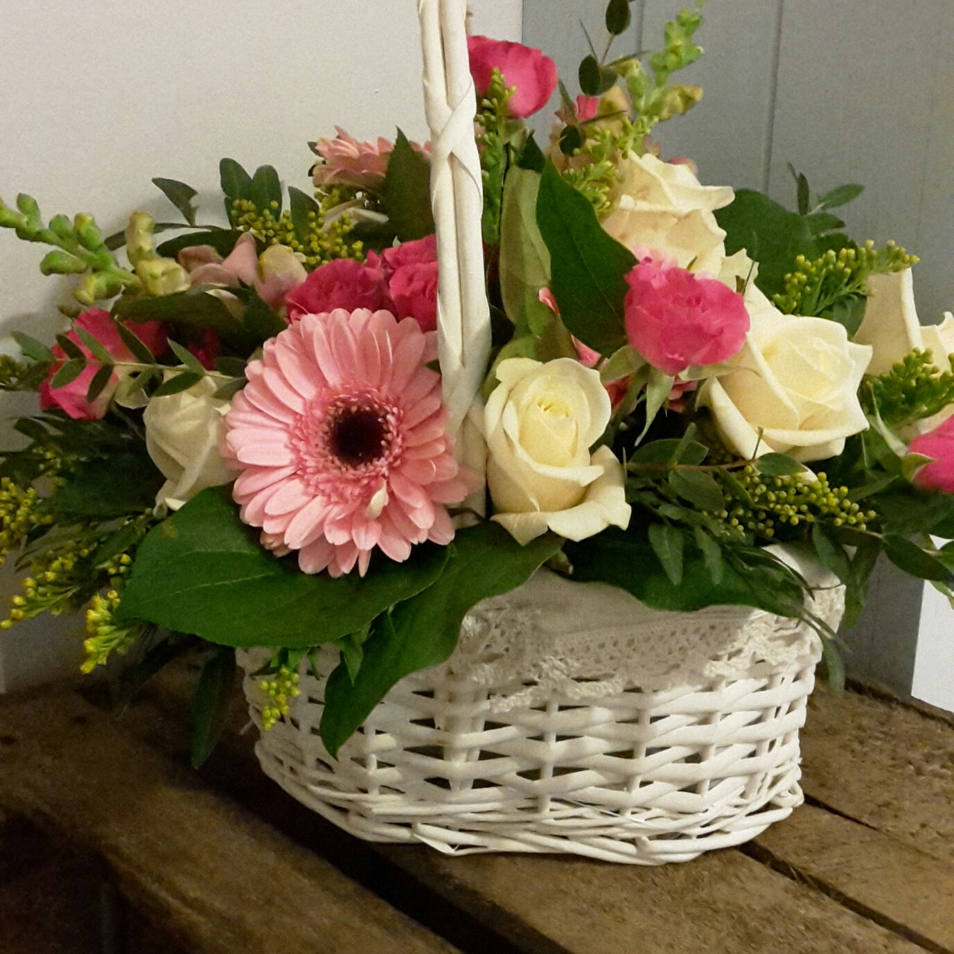 Funerals tributes recreation flowers cream and pink funeral basket 30 izmirmasajfo