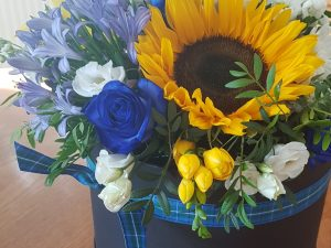 motherday hatbox of flowers